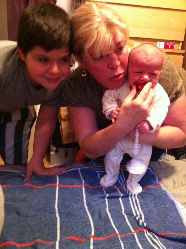 mon petit fils et moi-meme vous souhaitons tout le bonheur du monde!!!!!!!!