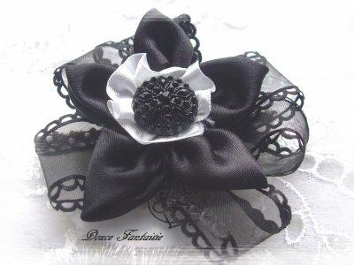 elastique à cheveux fleur de satin noir et blanc