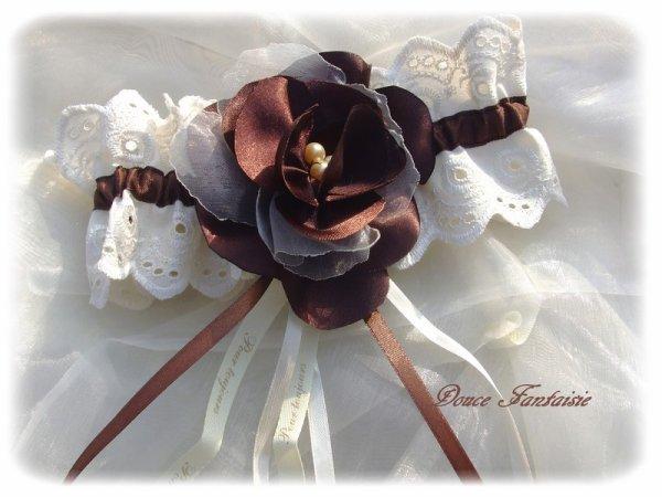 jarretière ivoire chocolat en dentelle et fleur satin organza