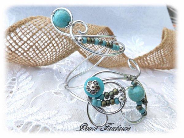 Bracelet turquoise argenté en fil aluminium