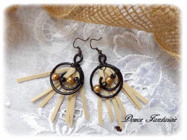 Boucles d'oreilles noir et beige fil aluminium et daim