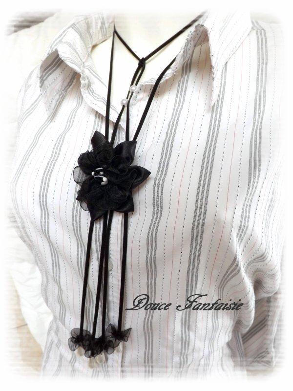 Collier fleur noir et blanc satin organza et daim