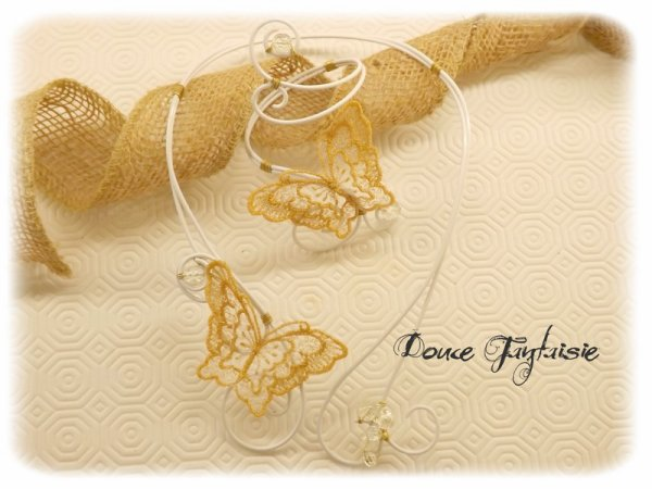 collier papillon or et blanc