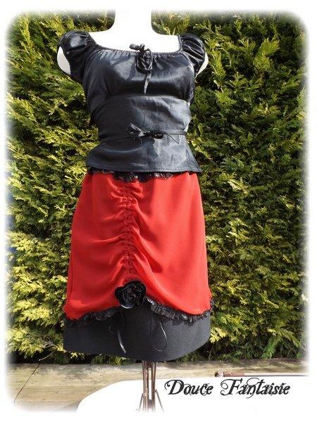 Jupe rouge et noir en mousseline