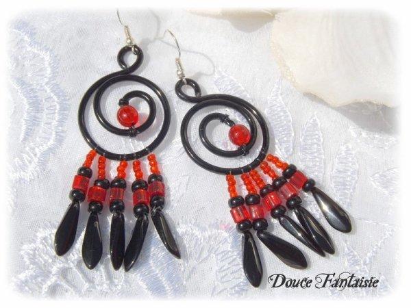Boucles d'oreilles fil aluminium rouge et noir