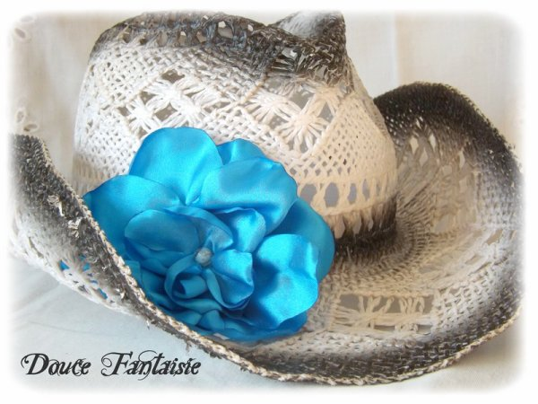 Broche fleur turquoise