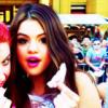 ♥ Voici, Selena Gomez avec son rouge a lèvre roseee!!♥