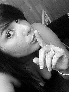 Caches moi les horreurs du dehors . Enfermes moi dans tes rêves.     Forces moi a te regarder. Dis moi que je suis la seule.      Invente moi une vie ou tu seras là & Surtout promet moi de ne pas me mentir quand tu me dis Je t'aime.