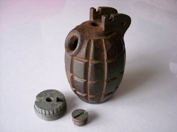 GRENADE DEFENSIVE ANGLAISE MILLS No 36  1940