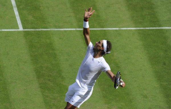 #RAFA     Wimbledon ^^^^   / Rafa  eliminé en  1/8° de final     c dommage !