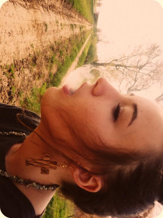 """""""Et le regard plein d'espoirs, elle se dit que la vie vaut le coup, qu'il faut voir le bon côté des choses. Rester positive, telle sera sa devise à présent. Ce qui comptait, celui, elle tente de l'oublier. Ce n'est pas si grave après tout. La vie avance, et elle, continue d'avancer."""" AC"""