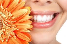 dents blanches et en pleine formes