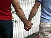 """Maintenant c'est ma vie pour la tienne jusqu'à ce que nos chemins se séparent mais jespere pouvoir tenir ta main le plus longtemps possible. Et si je dois la quitter se sera sans regret et avec la joie d'avoir pu tenir une main telle que la tienne! Heureusement que j'ai appris que """"Tout le monde part un jour et les meilleurs en premier"""" car sinon je ne m'en serais jamais remise... J'ai du lâcher ta main car tu ne m'aimais plus disais-tu? Moi, qui pensais totalement le contraire... Tu as fais partir en fumée mon coeur et je suis obligée d'attendre un nouveau baume alors que j'agonise! Je t'aimais à en creuver et je vais certainement finir par en creuver..."""