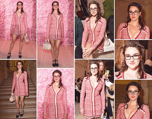 • 02.03.20 : Shailene assistait au défilé de la marque « Giambattista Valli » organisé pendant la fashion-week de Paris : Deuxième défilé de la journée pour la belle Shai qui a remis ses lunettes de vue ! Le tailleur est assez similaire à du Chanel mais j'aime beaucoup ! Top !