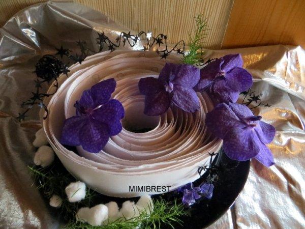 Deux variantes.... j'avais déjà réalisé ce montage avec de toutes petites orchidées, j'avais donc collé beaucoup de pipettes, ce qui explique qu'on les voit.....