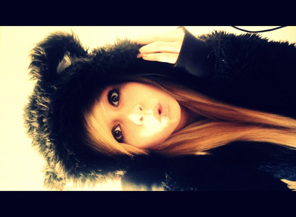 I don't really care about if you love me, if ou hate me, you can't save ♬