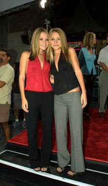 (July 26th, 2001) Mary-Kate & Ashley attend the Rush Hour 2 premiere, Hollywood