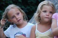 Ce blog est destiné a retrouver 2 jumelles non identiques disparues depuis le 30 janvier 2011, en Suisse, Il se pourrait qu'elles puissent se trouver entre Marseille et La Corse, merci de diffuser. Votre message est très important Merci