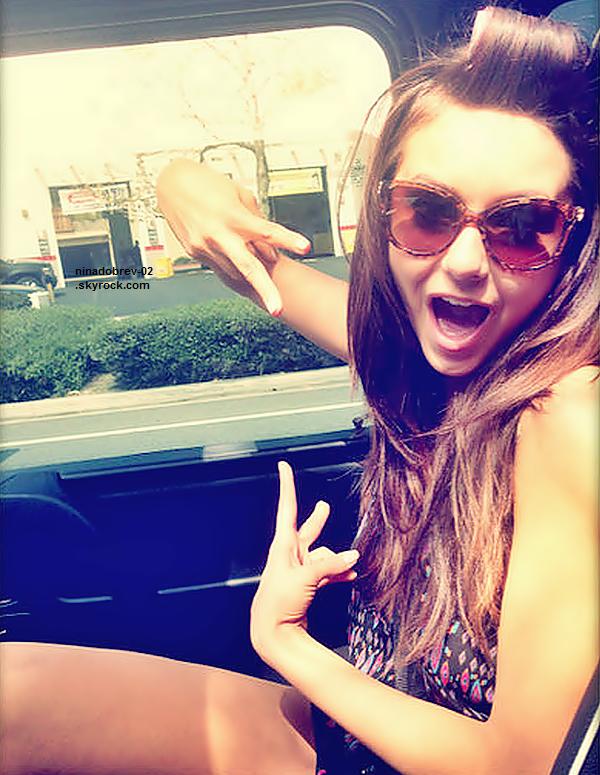 Découvrez de nouvelles photos personnelles de Nina postées sur son Twitter et autres.