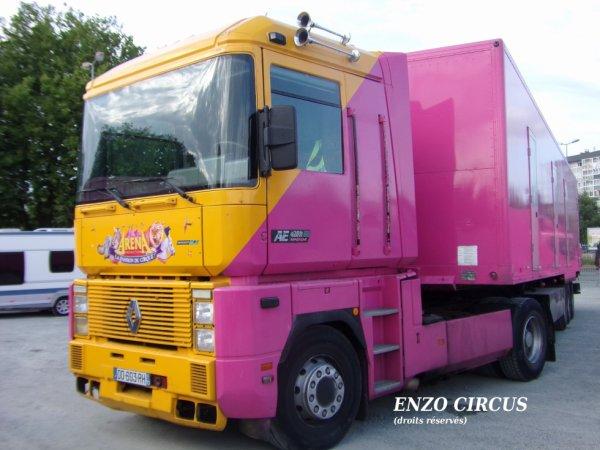 Gros plan sur le tracteur : un Renault AE