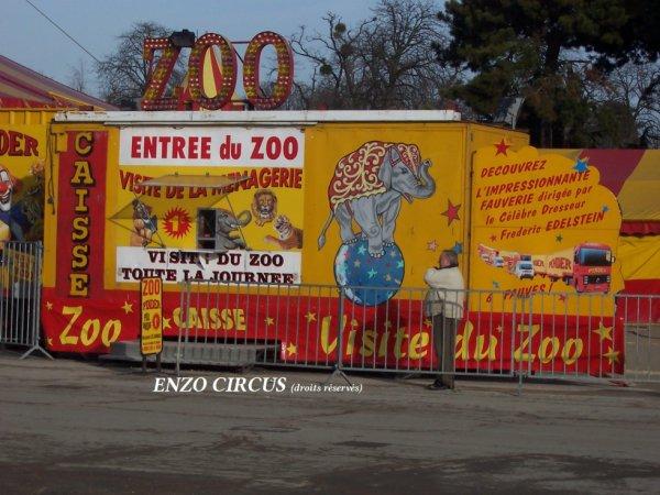 Après avoir servi de caisse principal chez Jean Richard, Médrano et Pinder, cette remorque sert de billetterie pour le zoo. Elle remplace l'ancienne caisse qui datait elle de la seconde guerre mondiale !!...