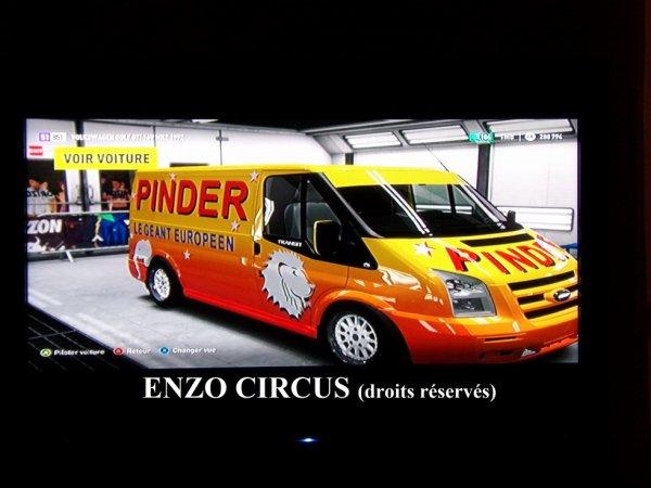 Petit délire du jour sur ma console XBox : la réalisation d'un Ford Transit de course aux couleurs du cirque Pinder (jeu Forza Horizon) :-)