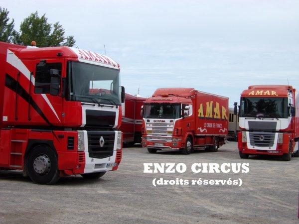 Trois convois, trois décorations. L'ancienne et la nouvelle sur les Magnum, et le Scania avec sa décoration spécifique. Il devrait bientôt recevoir une nouvelle rampe de gyrophares
