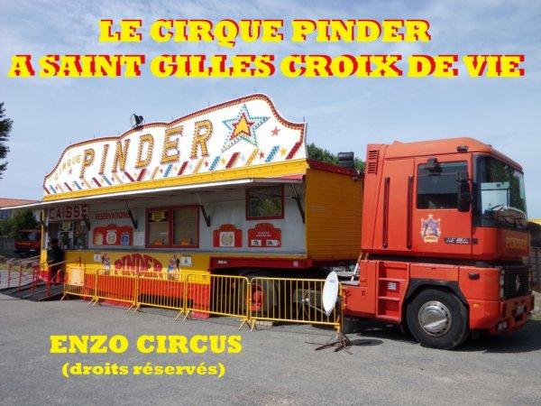 Je vous propose aujourd'hui quelques photos du montage du cirque Pinder à Saint Gilles Croix de Vie cet été. Suivront trois reportages sur le cirque Amar à Pornichet, la Piste d'Or à Challans et Pinder à la Roche sur Yon. Bonne visite...
