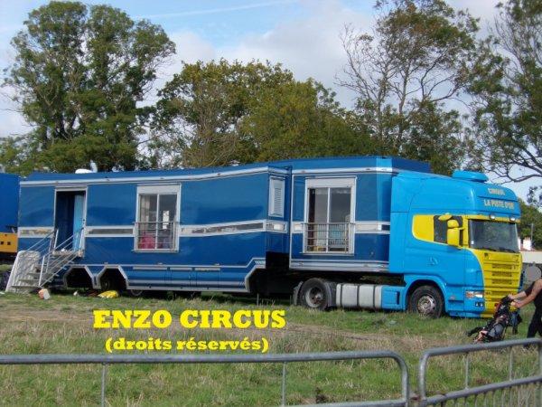 Le convoi habitation de Ralf Falck : un Scania attelé à une semi Laurent