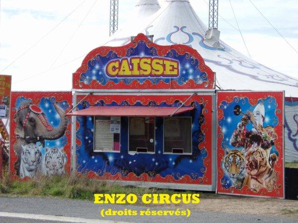 La caisse du cirque, richement décorée
