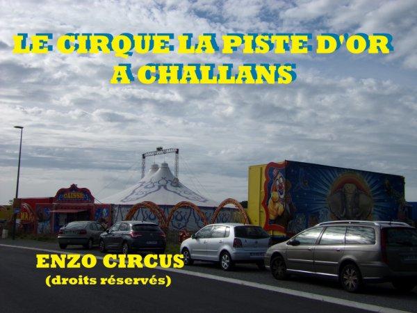 Je vous propose aujourd'hui un petit reportage sur le cirque La Piste d'Or de Ralf Falck, de passage à Challans (85) fin septembre dernier. Bonne visite ;-)