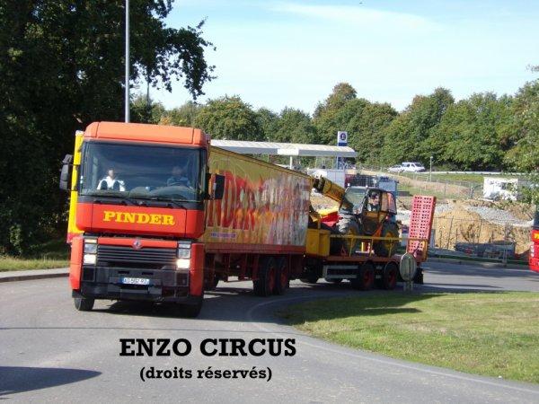 Le convoi qui emmène le second Manitou du cirque