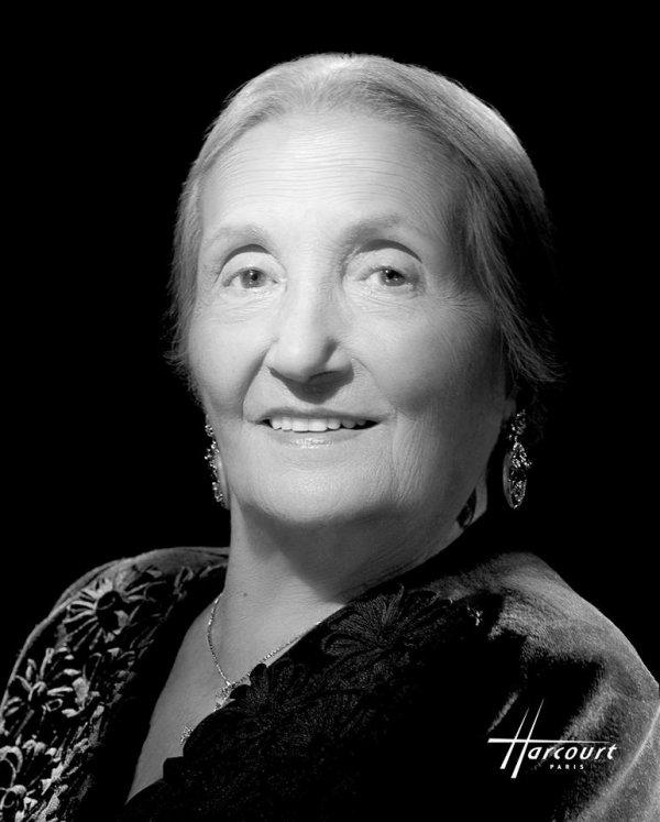 C'est avec émotion et tristesse que nous apprenons ce jour le décès de Mme Rosa Bouglione à l'âge de 107 ans. Mes pensées et mes prières accompagnent ses enfants, petits-enfants et arrières petits enfants et toute la famille Bouglione