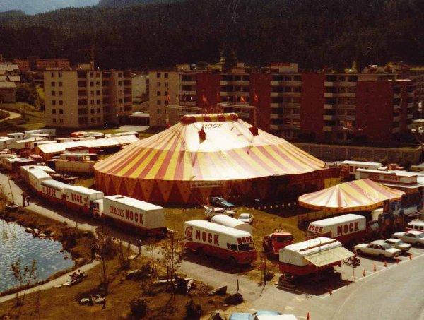 Le cirque installé à Saint-Moritz, en 1980