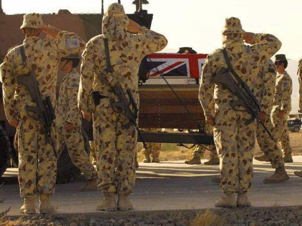 Retour au pays...Soldats Anglais - Australiens - Canadiens
