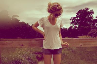 Quoi que cette fille t'ai dit, c'est impossible qu'elle t'aime plus que moi.