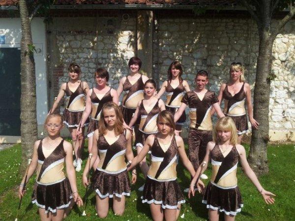 1er costumes des twirl star's