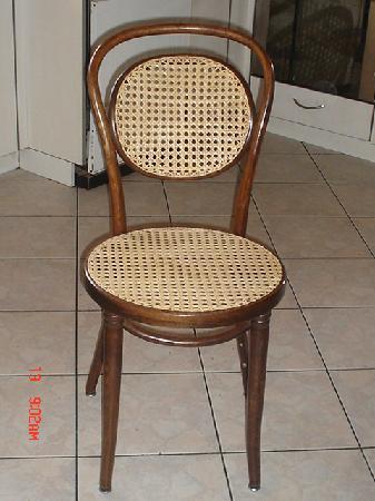 tr s jolie chaise cann e l 39 ancienne avec de la canne plus large la claire paille. Black Bedroom Furniture Sets. Home Design Ideas