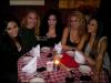 """* 04.03.2011 : Dans la soirée, Demi et des amies sont allées manger au restaurant """"Dan Tana's"""". (Los Angeles)"""
