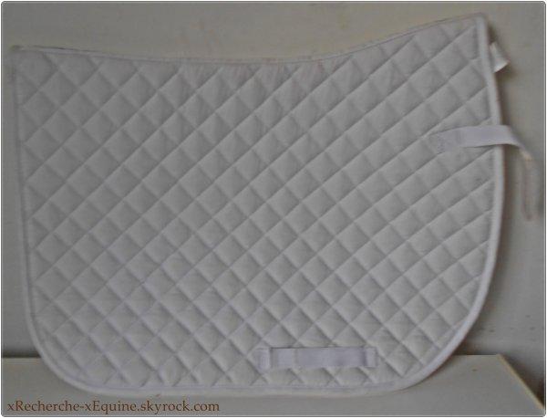 A Vendre tapis blanc.