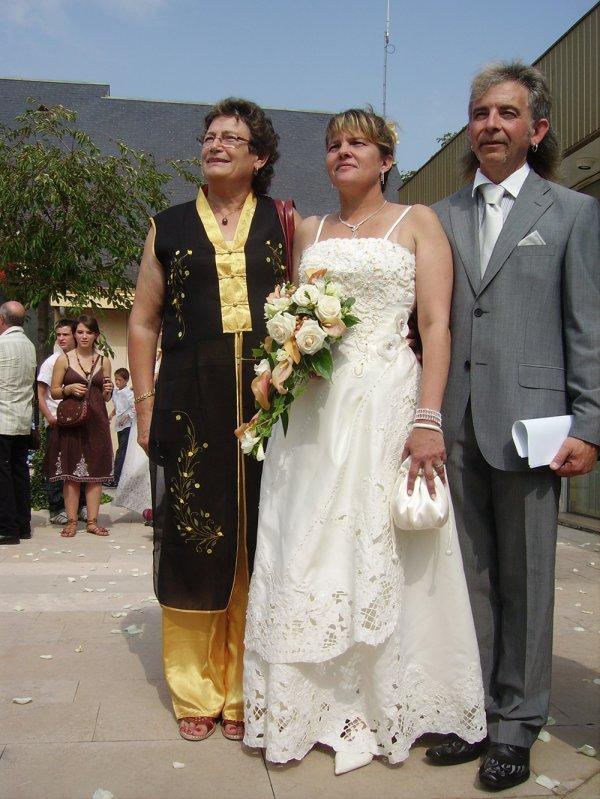 Mariage de Sandrine et Hugues le 08/08/09, Hugues et Sandrine et les deux témoins, tonton Titof et Tata Drena ;)