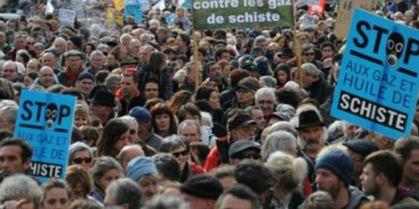 Les députés votent l'interdiction des gaz de schiste