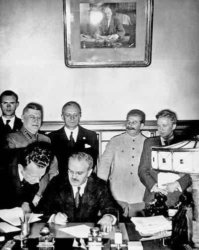 La guerre germano - soviétique 1 - Les chemins de l'espoir - Le pacte germano - soviétique 23 août 1939 .