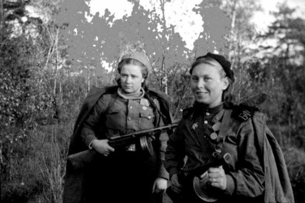 108 - Classification des Fronts et des Armées soviétique de 1941 à 1945 , plus Matériel , blindés et Aviation.