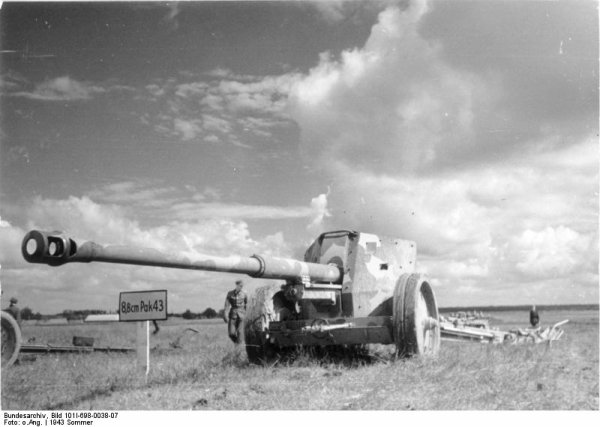 111 - Les principales Armes du IIIe Reich : Infanterie / Panzer / Luftwaffe .