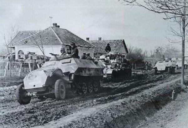 115 - La grande Débâcle 6 : L' Opération  Frühlingserwachen  ( Réveil du printemps).  La dernière grande offensive allemande de la Seconde Guerre mondiale Du 6 mars 1945 au 16 mars 1945. L'affront de Hitler à la Waffen-SS. .