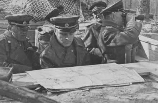 119 La Grande Débâcle 10. De la Vistule à l'Oder , La fulgurante campagne de Pologne ( 3e    Partie ) Les Frontovik à l'assaut de la Poméranie  du 24 février  1945 au 30 mars 1945 .