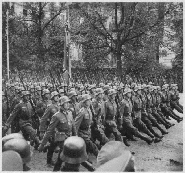 128 - Le Crépuscule des Dieux 4 - La Wehrmacht , Grandeur et Décadence de la plus puissante machine de Guerre au Monde , de la Blitzkrieg aux Ruines du IIIe Reich , 1939 - 1945  Mythe et Fin d'une Légende Germanique.