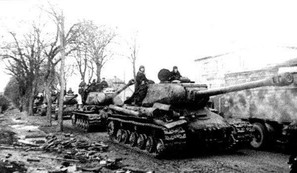 136 - La Ruée sur Berlin 3 - Le Führer fête son 56e et dernier anniversaire dans les ruines de son Empire .