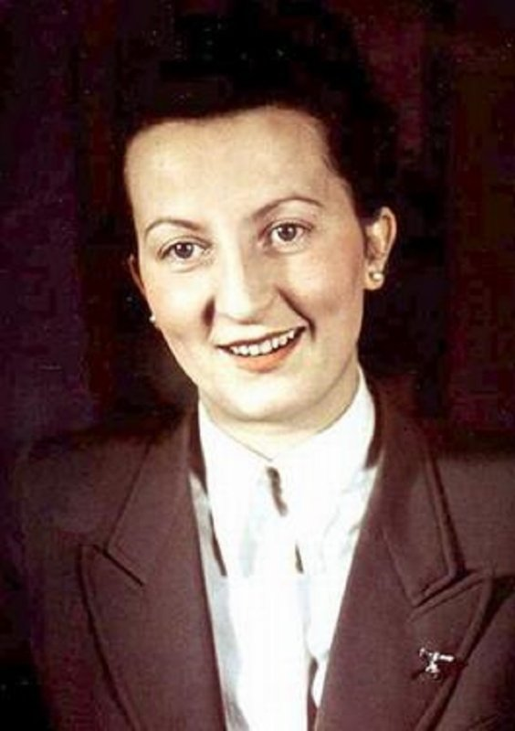 139 - La Ruée sur Berlin 6 - Dans le Führerbunker  2 - Les femmes aux Services du Führer . Les Traîtres de l'Ordre Noire.